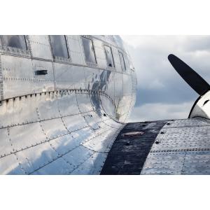 Почему в самолетах используются заклепочные соединения, а не сварные?